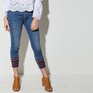 Denim - EMBROIDERED LEG SKINNY JEAN